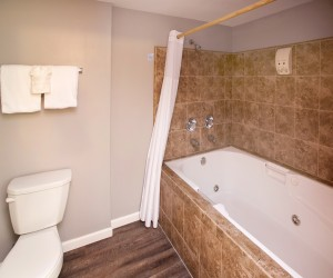 Coast River Inn Hotel Seaside - Jacuzzi In Select Rooms